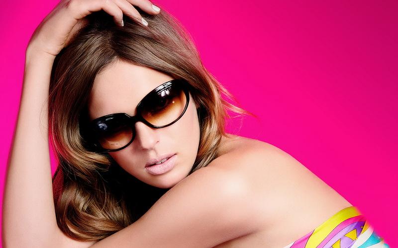 Фото девушки в солнцезащитных очках